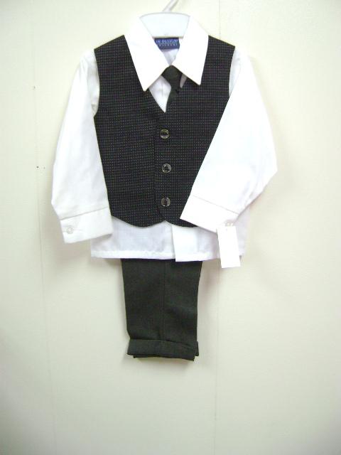 <p>このベストスーツは、ベストは細かいかわいい柄、シャツは長袖、クリーム色、そしてズボンは無地です。写真と実物色が多少異なっている事があります。実物はかわいいです。</p><p><br></p><p><br></p>