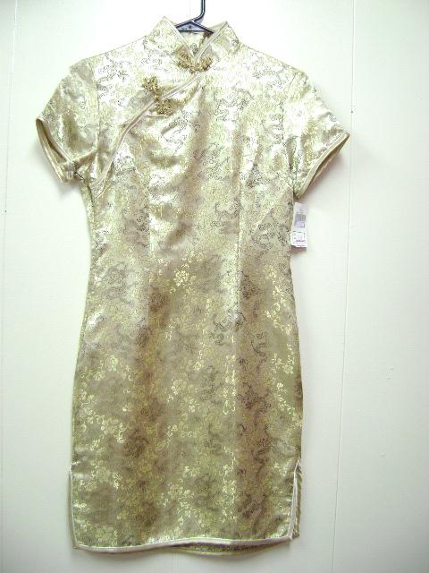 このチャイナドレスは、ミニ丈です。