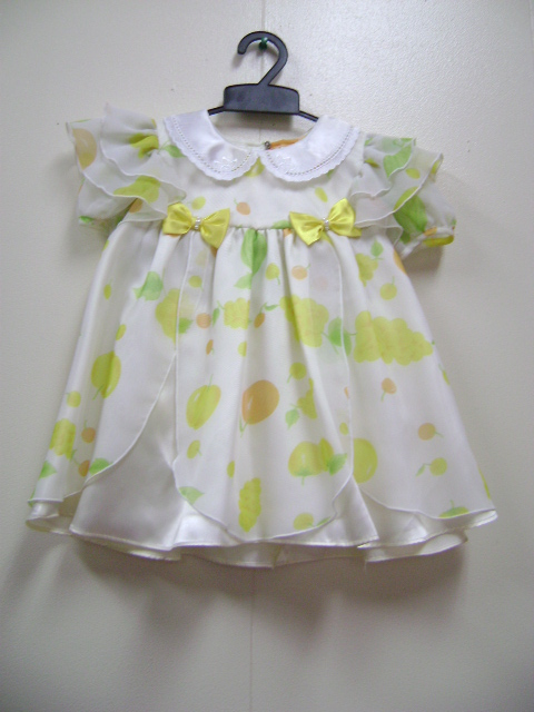 このドレスは、果物柄がとてもかわいいです。パンツ付きです。