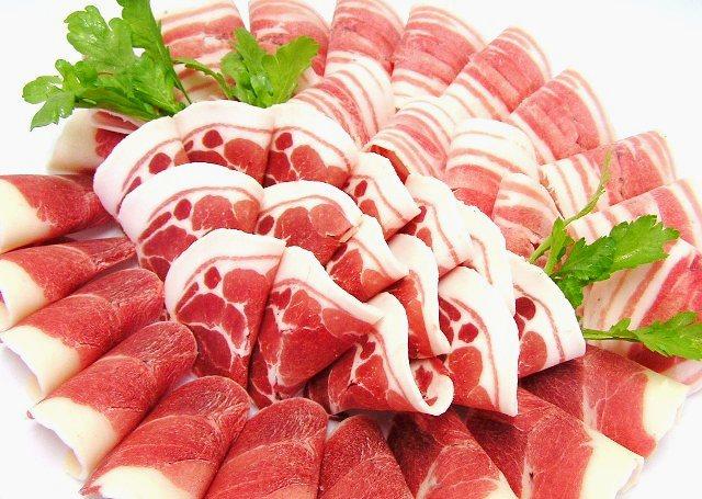 """<p><b><font size=""""3"""">ぼたん鍋用 猪肉500g</font></b>(4~5人前薄切スライス)<b>【250g×2パック】</b></p><p>肩ロース、モモ、バラ等の色々な部位の上質なお肉を鍋用に<b>薄切スライス</b>して詰め合わせました。<br></p><p>野菜、味噌等はついておりません。</p><p><br></p><p><br><br></p>"""