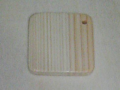 PUヴァージョンの購入条件を満たしているお客様にだけ販売します。<br /> 材料 ヒノキ<br /> サイズ 4x4x0.6cm