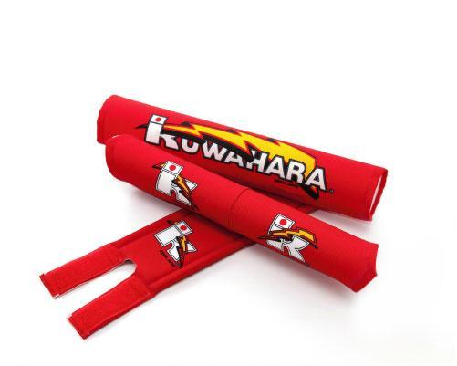 カラー:レッド<br>タイプ:Vバー用<br><br>KUWAHARA 3点 パットセット<br>ハンドルバー・ステム・トップチューブ用<br><br>ハンドルパットはVバー用になります。 <div><br></div>※ クワハラパッケージなどはございません。<div><br></div><div>製造の雑さ・ロゴ印刷の雑さ<br />内部スポンジの製造の雑さ<br />など多少ございます。<br />予めご了承下さい。</div><div><br></div><div>※ レターパック発送不可商品</div>