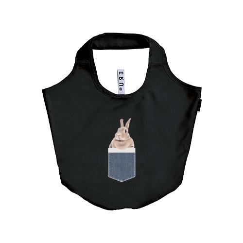 <p>Time is Bunny(タイムイズバニー)のオリジナル「うさポケinうづら」「うさポケin弥兎」うさぎデザインエコバッグです。<br>我が家の愛兎をポケットに入れて買い物に行きませんか?</p><p><br>普段使いしやすいサイズで、ゴムバンドでくるりとコンパクトにまとめて持ち運びができるエコバッグです。</p><p><br>レジ袋有料化に伴い、エコバッグがどこでも必要になってきました。<br>カバンの中にエコバッグにお1つ入れておきませんか?<br><br><br>【サイズ】<br>本体(広げた大きさ):約51×35×20cm<br>容量:約 18 リットル<br><br>【カラー】<br>ブラック<br><br>【素材】<br>ポリエステル<br><br>※画像はイメージのため、多少変更になる可能性があります。<br>※製品には多少の個体差があります、ご了承ください。<br></p><p><br></p>