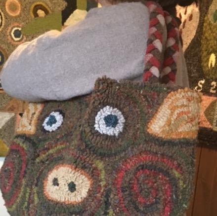 三つ編みの持ち手も可愛い。ロール1セットでショルダーサイズまでつくれます。