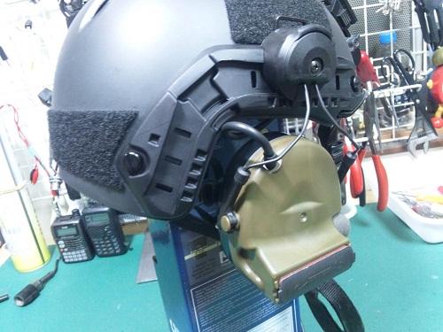 *装着例です。ヘッドセット、ヘルメットは付属しません。