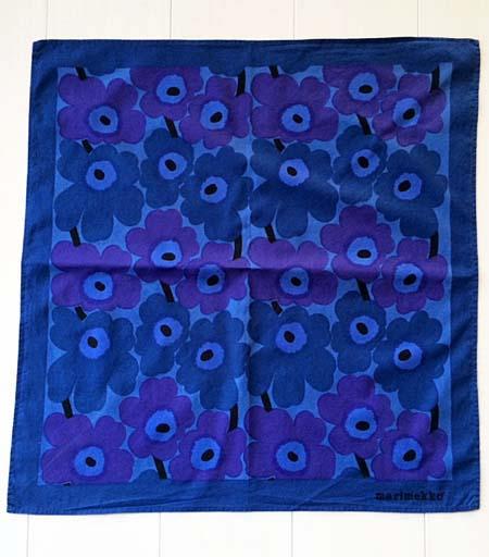 <p>青×紫のミニウニッコ柄ハンカチ。</p><p>※タグは裁断されております。洗濯済みです。生地に擦れている部分や色褪せがございます。</p><p><br></p><p>&nbsp;</p>