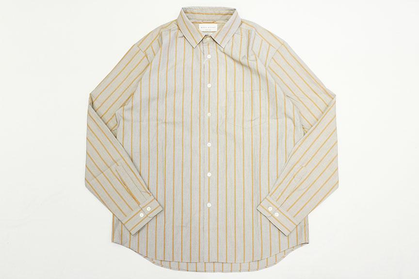 洗練された大人の休日着をシャツ、パンツなどトータルで展開するMANUAL ALPHABETから、独特の光沢感としなやかさを併せ持つスーピマコットンのブロード生地を使用し、身幅・肩幅に程よくゆとりを持たせたオトナなルーズシルエットが特徴的なストライプシャツの入荷になります。