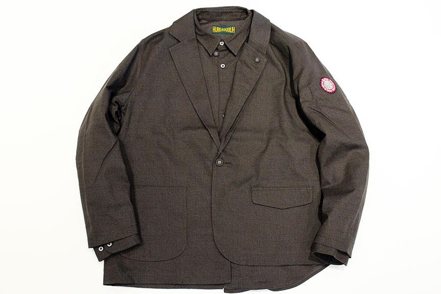 知らない世界へ踏み出す」というブランドコンセプトにピッタリな、今までに無い新しい洋服を作り、洋服の新たな楽しみを伝えてくれるHURRAY HURRAYから、両面プリントを施したオリジナルのコットンブッチャー生地を使用し、組み合わせることで様々な表情を楽しめるアシンメトリーなジャケットとシャツのセットアイテムの入荷になります。
