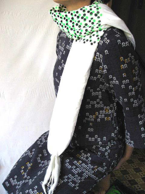 ウールが入ったボリューム感あるユニークなマフラー