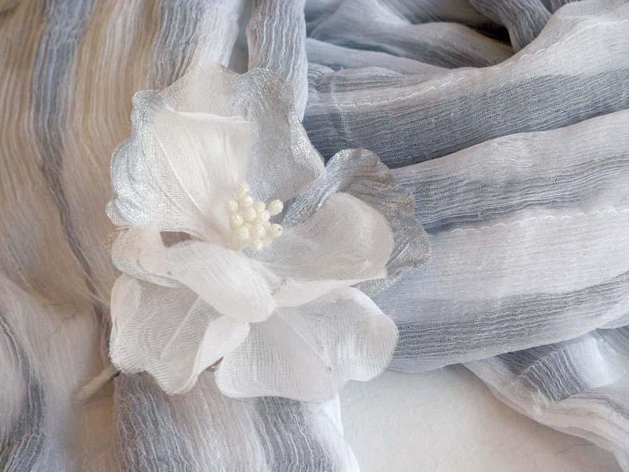 コサージュ2-アネモネ(白、銀)