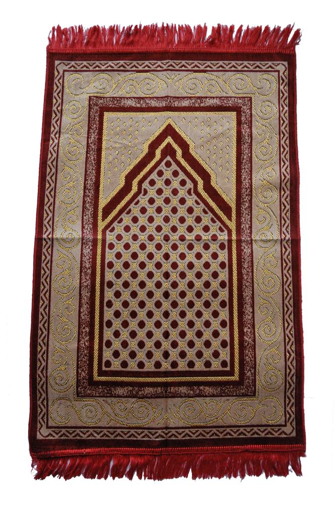 """<font face=""""Arial, Verdana""""><span style=""""font-size: 13.3333px;"""">イスラム教の礼拝用の絨毯です。モスクに行けない時に、メッカの方向に絨毯を敷き礼拝します。</span></font><div><span style=""""font-size: 13.3333px;""""><br></span></div><div><span style=""""font-size: 13.3333px;"""">赤系に金の模様で手触りのよい織物です。質感の良い敷物です。</span><div style=""""font-size: 13.3333px;""""><span style=""""font-size: 13.3333px;"""">礼拝用として体格の良い方でも余裕のある大きさです。</span></div><div style=""""font-size: 13.3333px;""""><span style=""""font-size: 13.3333px;""""><br></span></div><div style=""""font-size: 13.3333px;""""><span style=""""font-size: 13.3333px;"""">手触りの良いラグなのでお部屋のインテリアとして使い方は様々であります。</span></div><div style=""""font-size: 10pt;""""><font face=""""Arial, Verdana""""><span style=""""font-size: 13.3333px;"""">四隅のふさの加工がふぞろいな仕上がりです。</span></font></div></div>"""