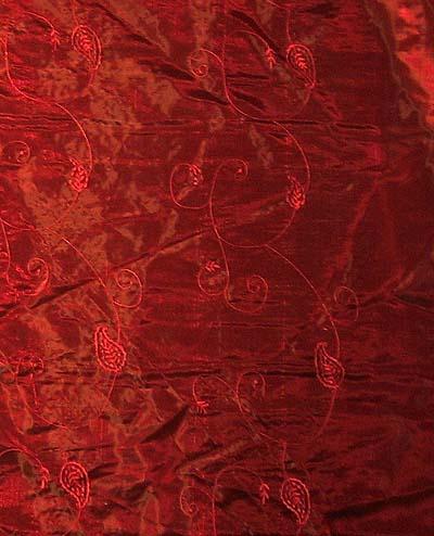 <b>ダークな赤いオーガンジーです。</b>