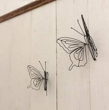 付属の虫ピンで壁にも留められます*