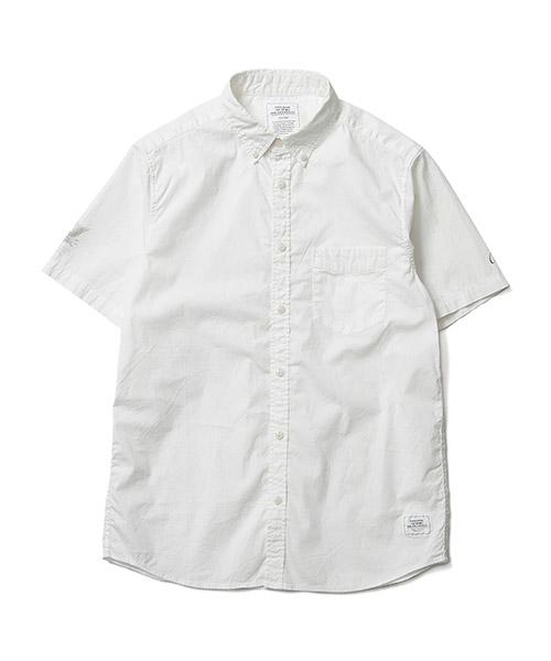 """<span style=""""font-family: 'Hiragino Kaku Gothic ProN'; font-size: 12.8px; background-color: rgb(255, 255, 255);"""">カジュアルな中にもエレガントさを出すためボタンを通す前立てや襟を細身にデザインし、両袖に職人の技が生きる掠れプリントを施したストレッチB.Dシャツ。</span><br style=""""font-family: 'Hiragino Kaku Gothic ProN'; font-size: 12.8px; background-color: rgb(255, 255, 255);""""><span style=""""font-family: 'Hiragino Kaku Gothic ProN'; font-size: 12.8px; background-color: rgb(255, 255, 255);"""">素材自体がストレッチ素材なため伸縮性が抜群でコットン100%よりも乾きが早く夏の汗をかきやすい時期におすすめ。</span><br style=""""font-family: 'Hiragino Kaku Gothic ProN'; font-size: 12.8px; background-color: rgb(255, 255, 255);""""><span style=""""font-family: 'Hiragino Kaku Gothic ProN'; font-size: 12.8px; background-color: rgb(255, 255, 255);"""">普通ストレッチシャツ素材は軽い光沢を持ち合わせるが、アイロンもせず洗いざらしでざっくりと着れるよう最後にストーンバイオ加工をほどこし程よいユーズド感ある仕上がりにしてこなれた着こなしになるようデザインしています。</span><br style=""""font-family: 'Hiragino Kaku Gothic ProN'; font-size: 12.8px; background-color: rgb(255, 255, 255);""""><span style=""""font-family: 'Hiragino Kaku Gothic ProN'; font-size: 12.8px; background-color: rgb(255, 255, 255);"""">夏場の様々なシーンで活躍出来る一枚となっています。</span>"""