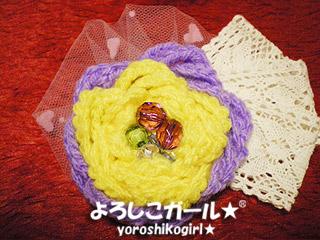 よろしこガール☆オリジナルのヘアーピンです。 よろしこの花、をモチーフに仕上げました☆ 色はビビットなパープル&イエローの組み合わせです。