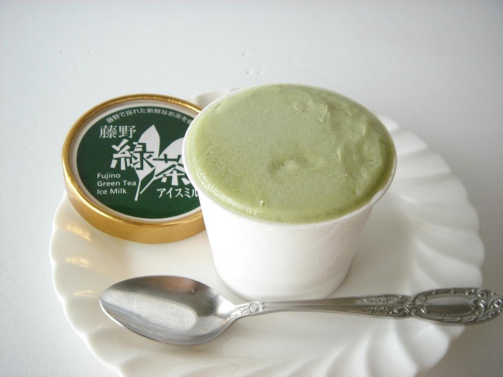 藤野緑茶アイスミルクは、 藤野で栽培した新鮮な緑茶を風味付けに使用したシャーベットです。さっぱりとした味は季節を通してお楽しみいただけます。<div><br></div>