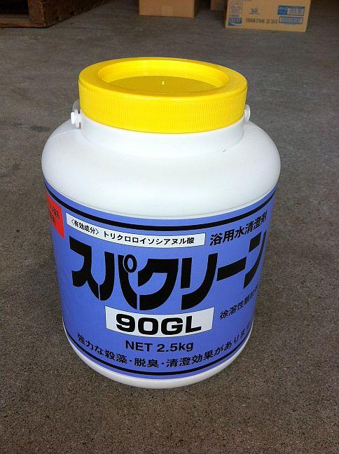 スパクリーン90GL・四国化成製。<br /><br />2.5kgX1入。徐溶性の顆粒塩素剤です。<br />トリクロロイソシアヌル酸系 <br /><br />完全に溶解しますので、カルシウムスケール・スラッジによる<br />ろ過器・配管の詰まりがありません。<br />