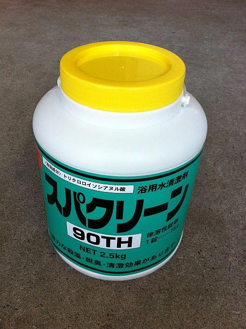 スパクリーン90TH・四国化成製。<br /><br />2.5kgx1入。 錠剤の徐溶性塩素剤です。1錠15g<br />トリクロロイソシアヌル酸系 <br /><br />完全に溶解しますので、カルシウムスケール・スラッジによる<br />ろ過器・配管の詰まりがありません。<br /><br />