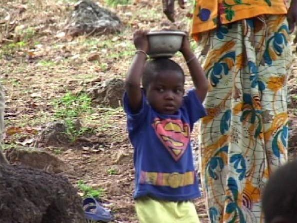 ギニアの村民300人と1人の日本人が手作りで完成させた!