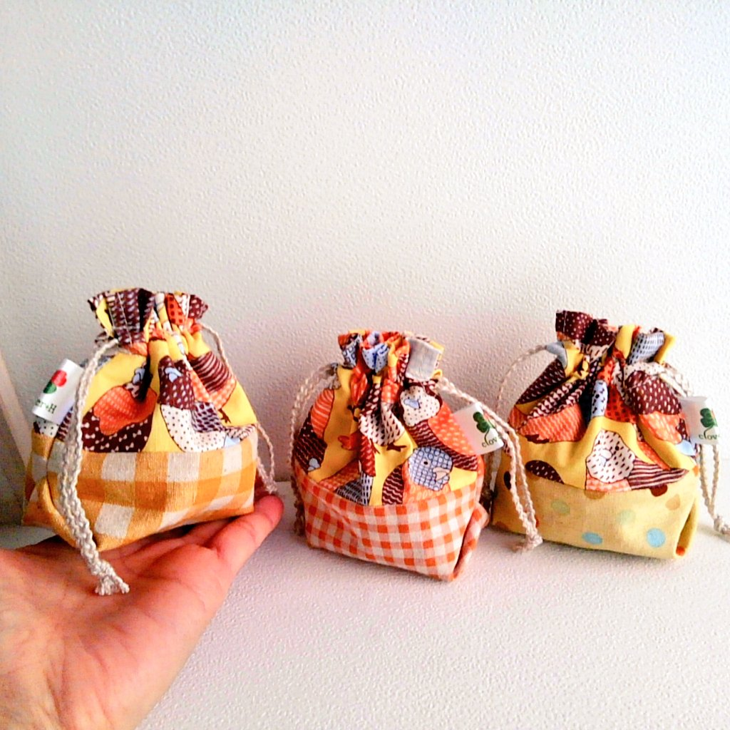 酉年春財布限定のお年玉つき。インコ柄ミニ巾着をお付けします(切り替え部分の色柄はお任せください)