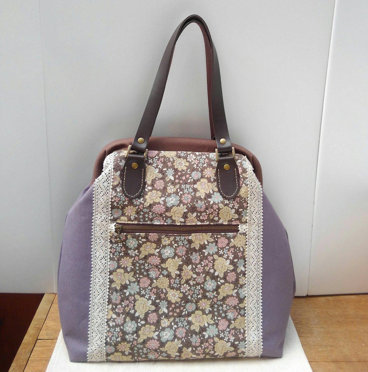 グレーパープルにブラウンを合わせた大人っぽいイメージのバッグです。