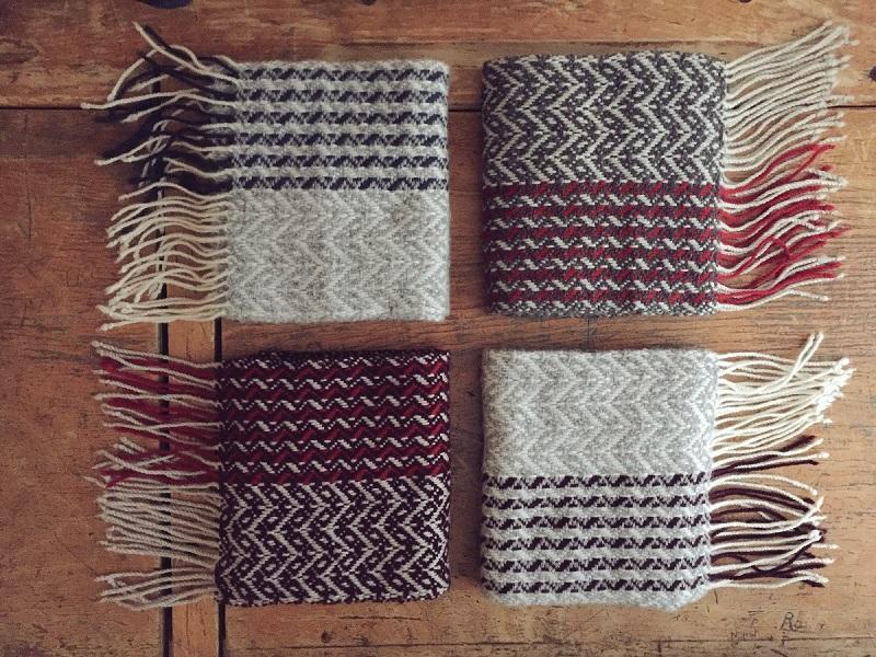 左上:gray/navy, 右上:charcoal/red, 左下:purple/red, 右下:gray/purple