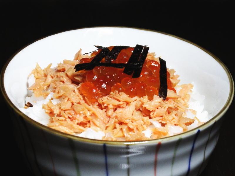 鮭フレークと醤油いくらで海鮮親子丼