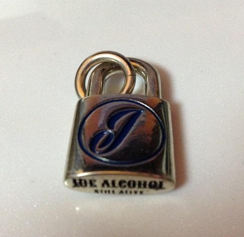 底面「JOE ALCOHOL」「STILL ALIVE」