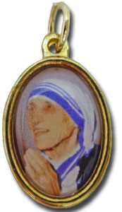 マザー・テレサの聖遺物付きメダイ