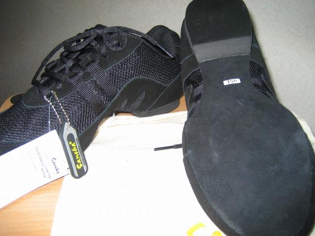 靴裏の中心部分が硬めになっています